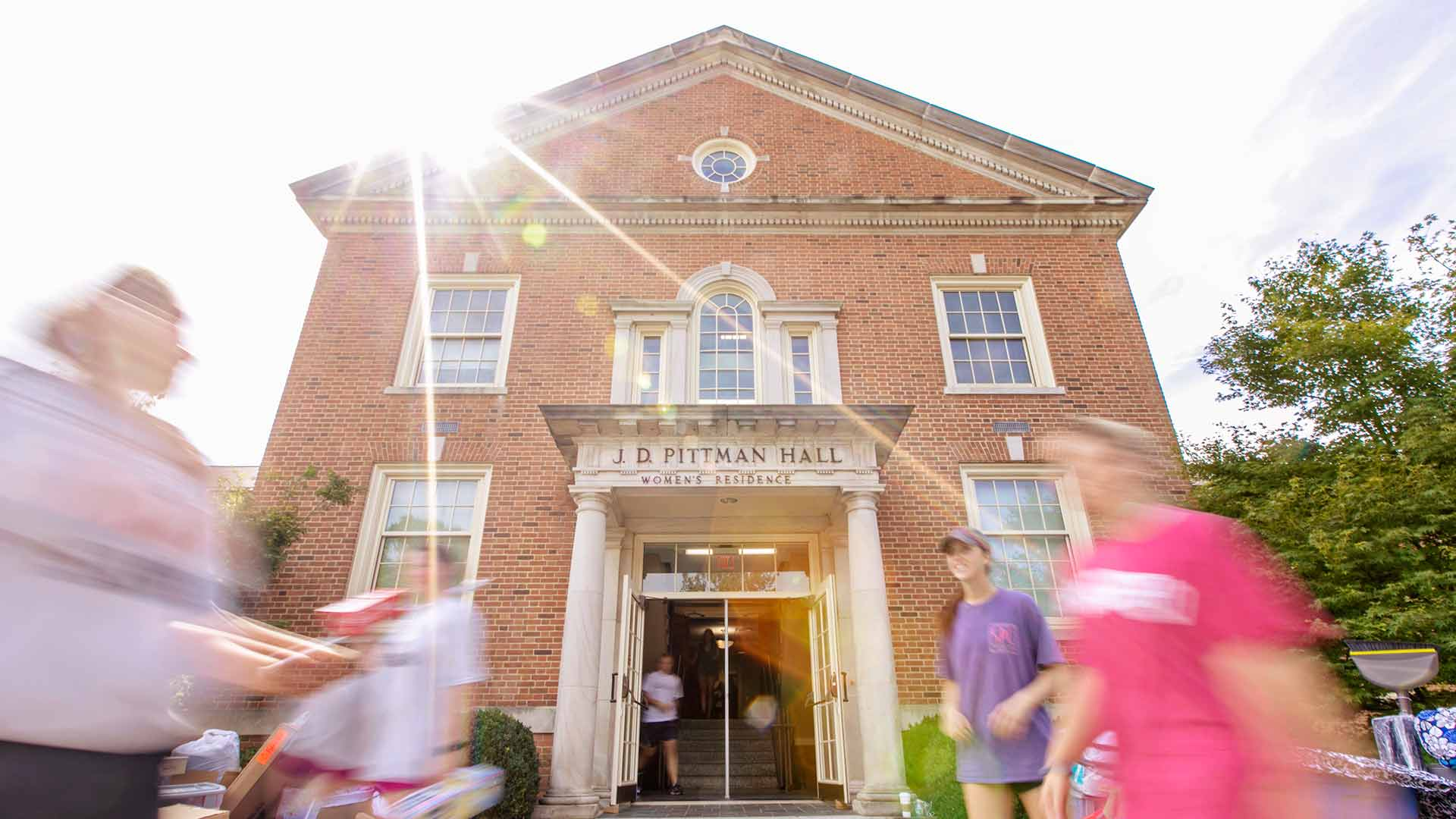 students moving into pittman hall