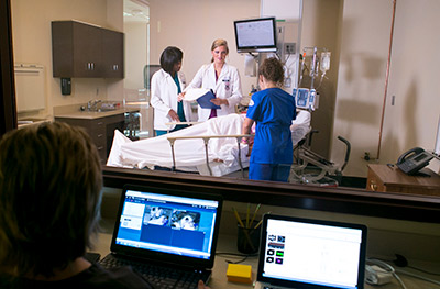 international students in simulation lab